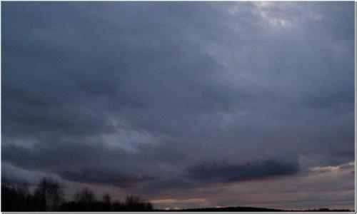 Będzie huragan - tak straszą w TV #wschód #wschody #niebo #krajobrazy #jesień #drzewa #spacery